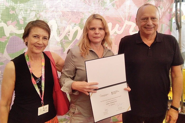 Beatrice Kruger (L), chair of the ICDN from 2018 to 2020, with Sara Törnkvist (C), winner of the 2019 ICDN Best Casting Award, together with the director of the Sarajevo Film Festival, Mirsad Purivatra (R). Photo: Sarajevo Film Festival / Obala Art Centar